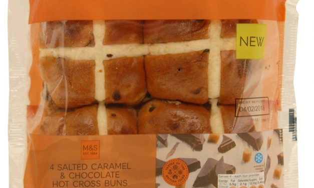 Review: M&S Salted Caramel and Dark Chocolate Hot Cross Buns