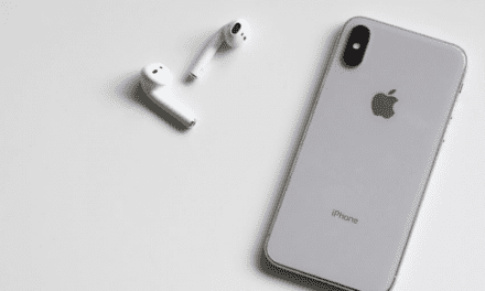 4 Must-Have Accessories For The New iPhone Xs